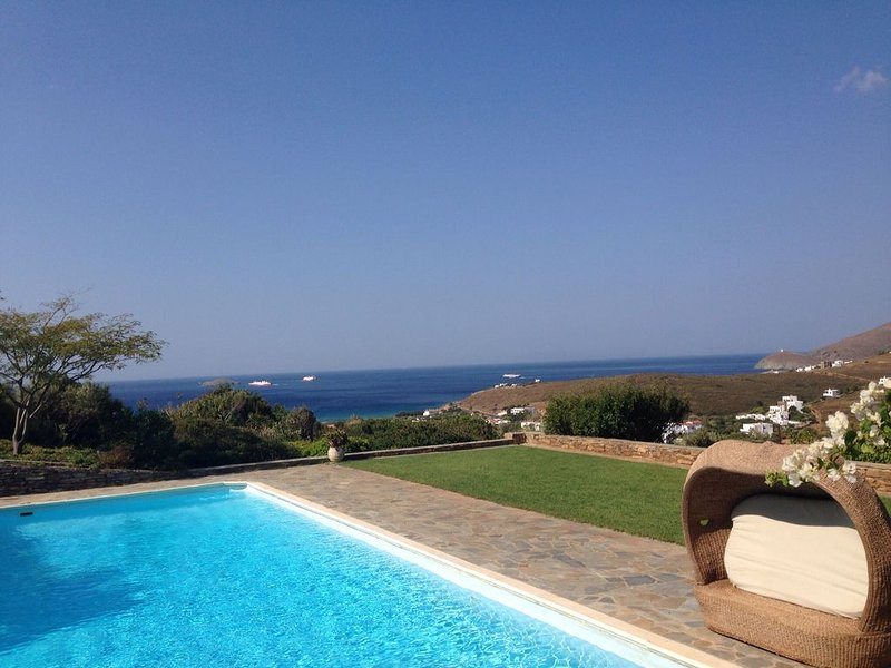 The Olive Grove,Luxurious Cycladic villa with private swimming pool and sea view, holiday rental in Kypri