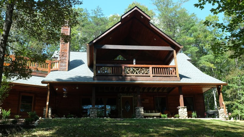 Front of Cabin situated on 1.25 acres