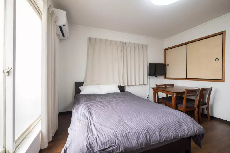 8 minutes to Namba, free pocket Wi-Fi, we provide clean sheets, Osaka sightseeing assistance.