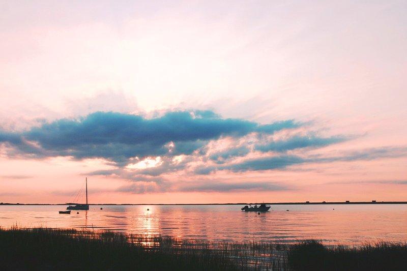 Morgonpigg? gå bara en halv mil till Cow Yard Landing för att se en av de vackraste soluppgångarna någonsin !! - Chatham Cape Cod - New England Semesterbostäder