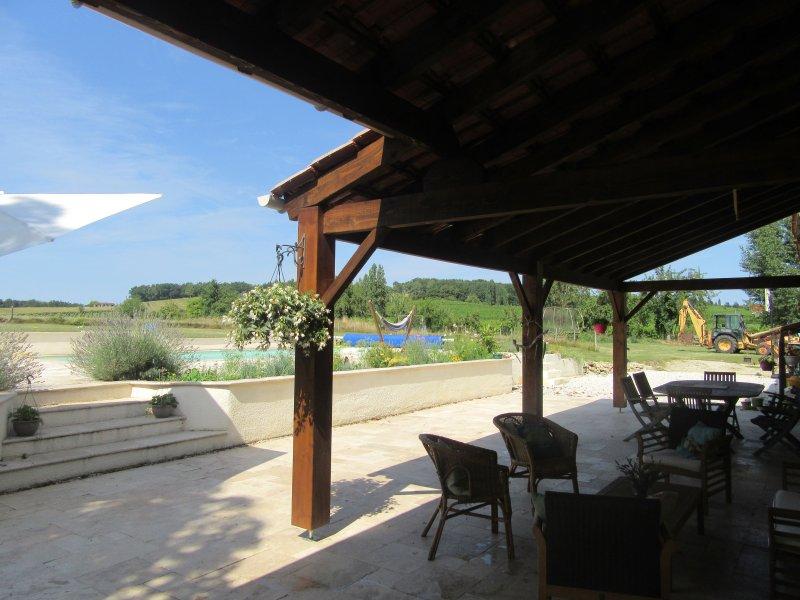 100m2 terrasse avec marches à la piscine chauffée 11x5