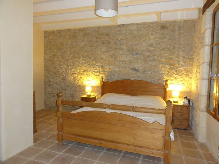 Chambre double avec salle de bains et une salle pour un lit