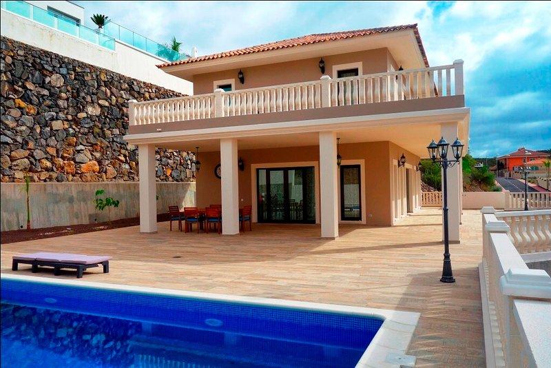 Villa dal lato piscina