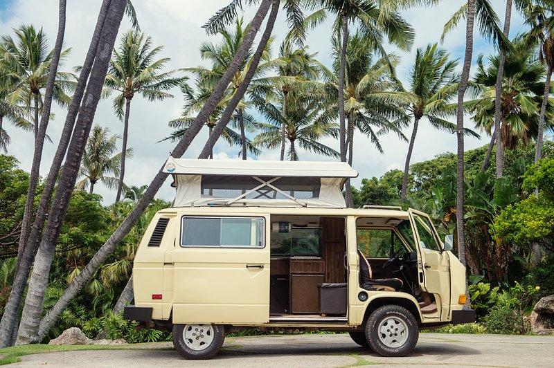 See Hawaii your way in a Classic VW pop top Camper Van, alquiler de vacaciones en Kahala
