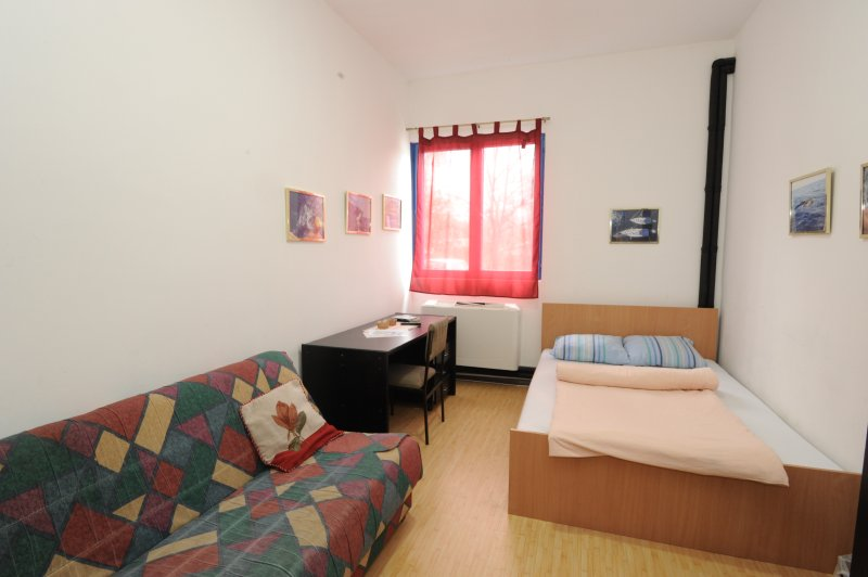 Room 2 (shared bathroom), casa vacanza a Zemun