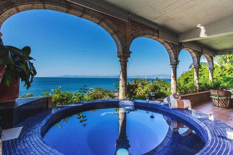 Jacuzzi aquecida em Vida Alta na Casa Tres Vidas com vistas incríveis