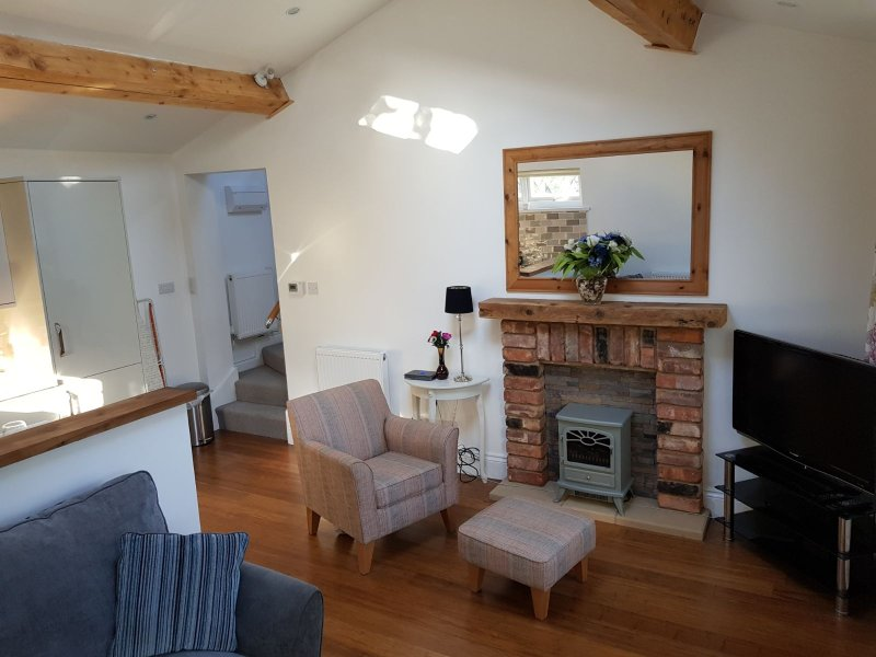 Foxlea Cottage - Detached Holiday Rental - 1 Bedroom, 1 Bathroom  , Sleeps 4, vakantiewoning in Ledsham