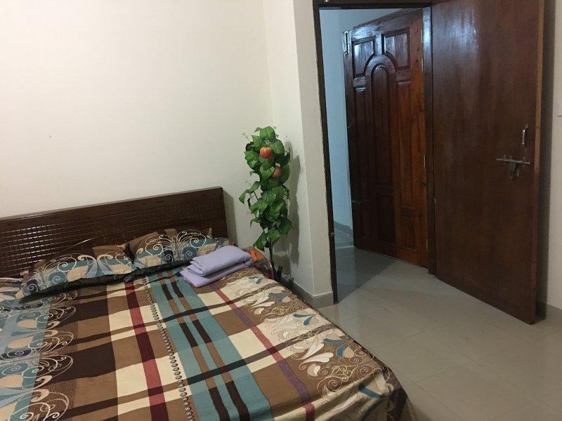 Bed Room 2 Tamaño de la aplicación 120 cuadrados pies (10'X12 ') que tienen un baño adjunto (5'x7') y un Varendha.