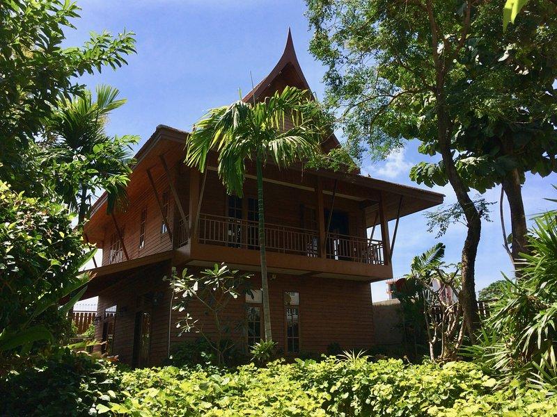 Symphony Villa | Thai Villa, holiday rental in Nai Harn