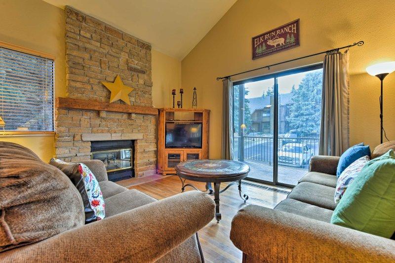 Condo w/Den & Mtn View - 10-Min Walk to Ski Lifts!, alquiler de vacaciones en Snyderville