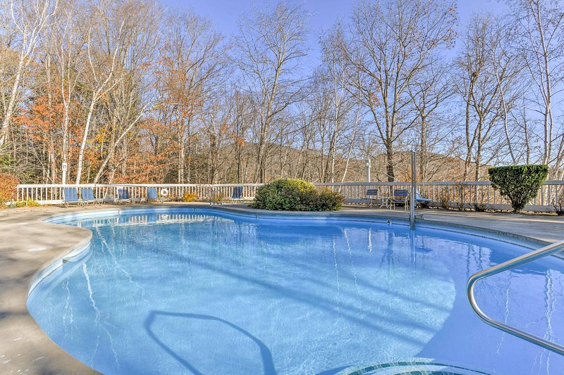 This condo boasts all the comforts of home with luxurious amenities!