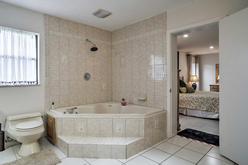 Faire tremper dans le bain à remous pour se détendre après la journée.