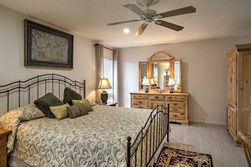 Avec une salle de bains et un lit king-size salle de bains, vous allez adorer la chambre principale.