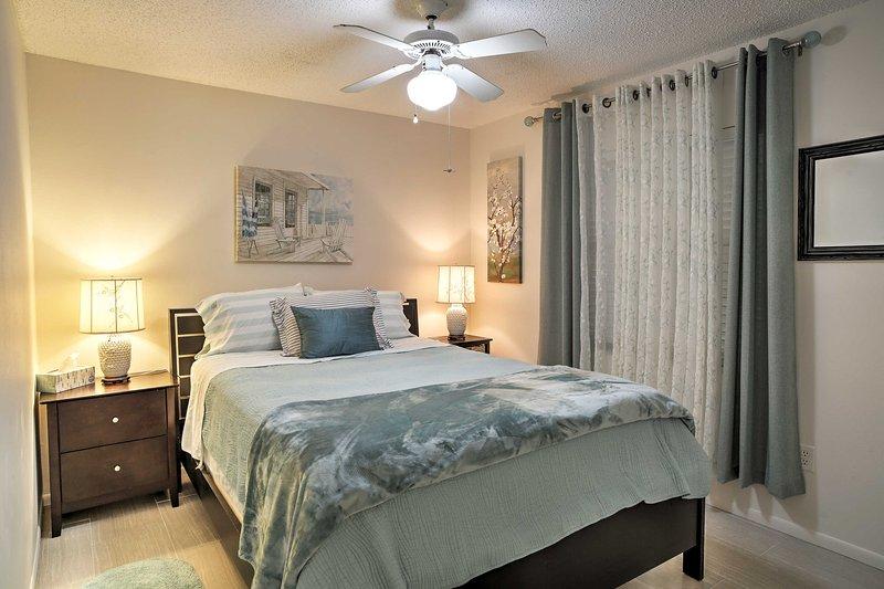 Deux clients peuvent profiter des nuits reposantes sur ce lit queen.