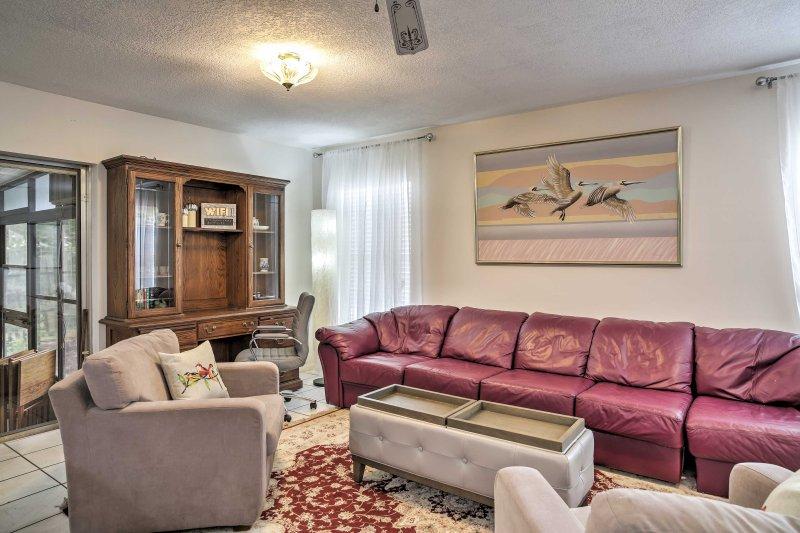 Entrez dans l'espace de vie bien aménagées et vous rendre à la maison dans son décor pittoresque et un mobilier confortable.