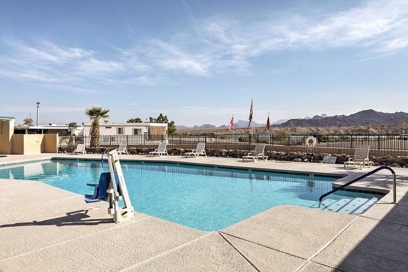 Community amenities include a pool, spa, boat launch/dock, and more!