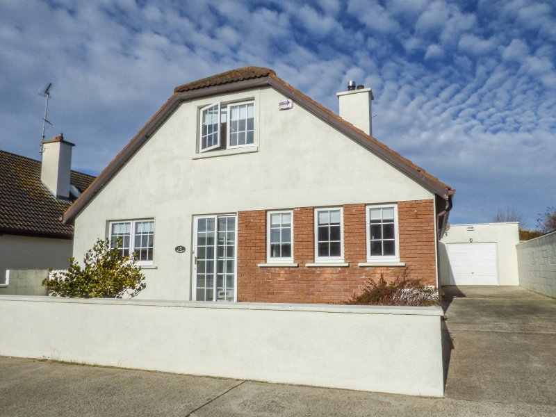 TIGH BAWN, beach 1 mile, WIFI, Smart TV, Ref 971855, vacation rental in Rosslare Harbour