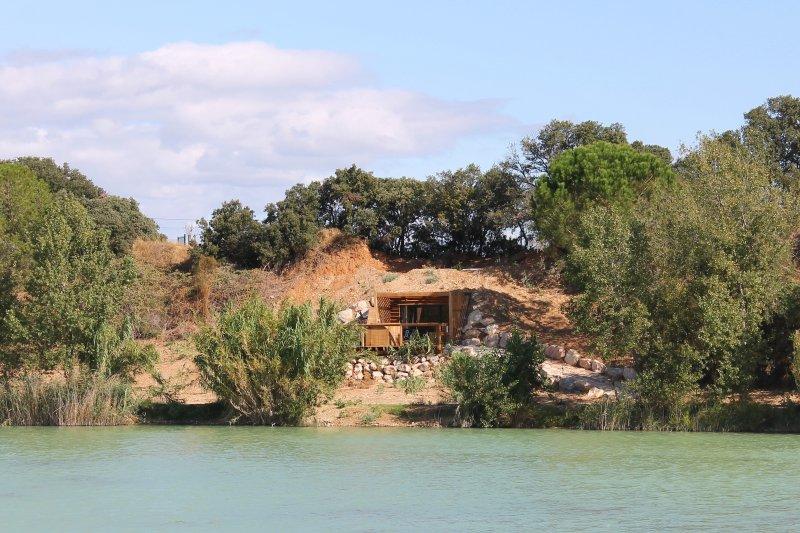 Cave house with private jacuzzi, location de vacances à Châteauneuf-du-Pape