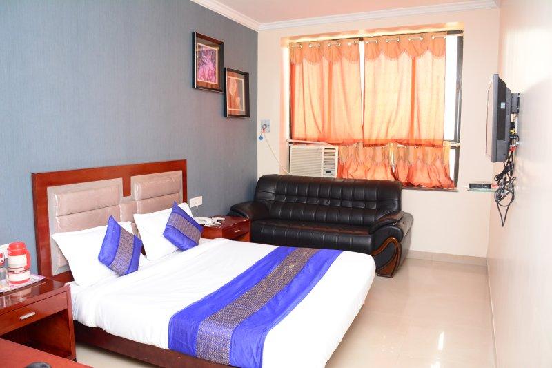 HOTEL ORIENT PALACE, location de vacances à Nagpur