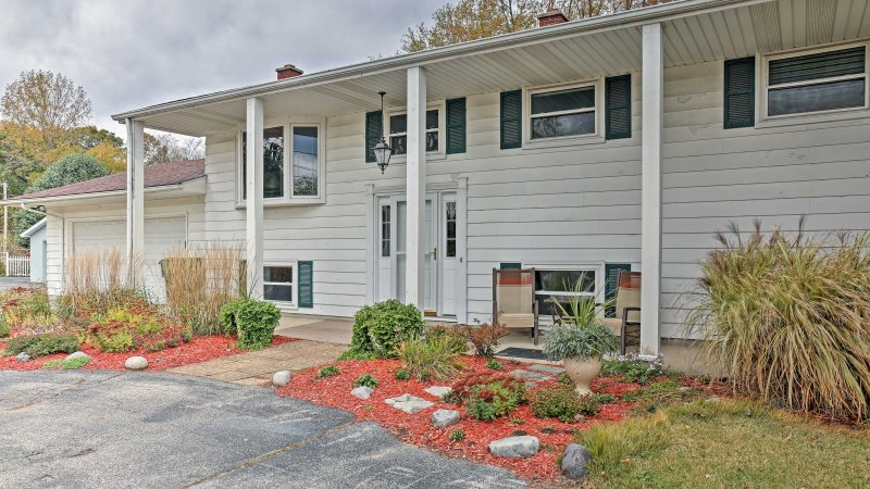 Charming Bay City House w/Deck, Walk to Lake Huron, vacation rental in Frankenmuth