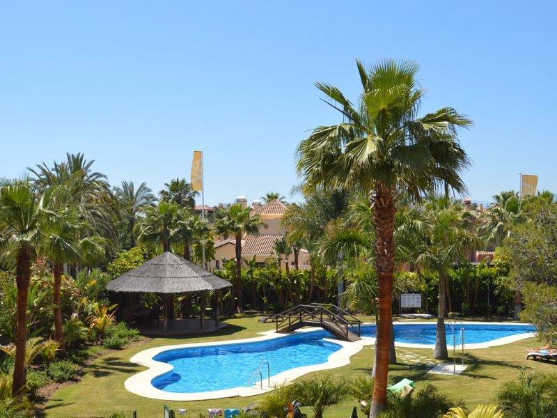 Jardín y la piscina
