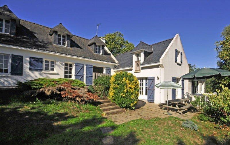 Keranquernat Villa Sleeps 10 with Pool and WiFi - 5822339, location de vacances à Le Pouldu