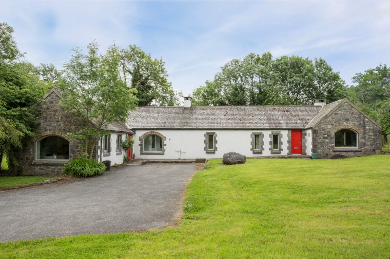 Seven Houses Cross Roads Chateau Sleeps 14 - 5432693, holiday rental in Clarinbridge