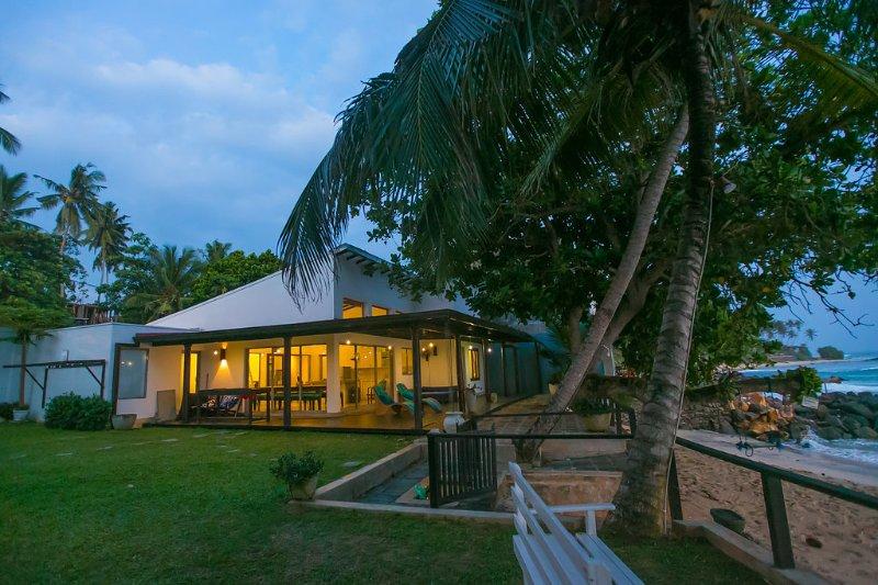 Marleys Beach House, holiday rental in Talpe
