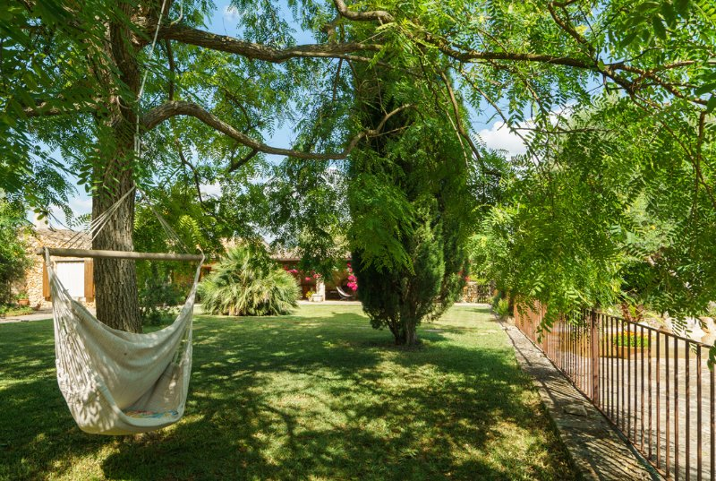 Buger Villa Sleeps 6 with Pool and Air Con - 5428733, vacation rental in Buger