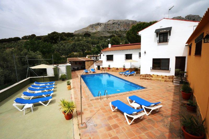 Big house with swimming-pool & Wifi, holiday rental in Villanueva del Rosario