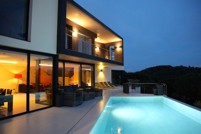 Pool and terrace by night