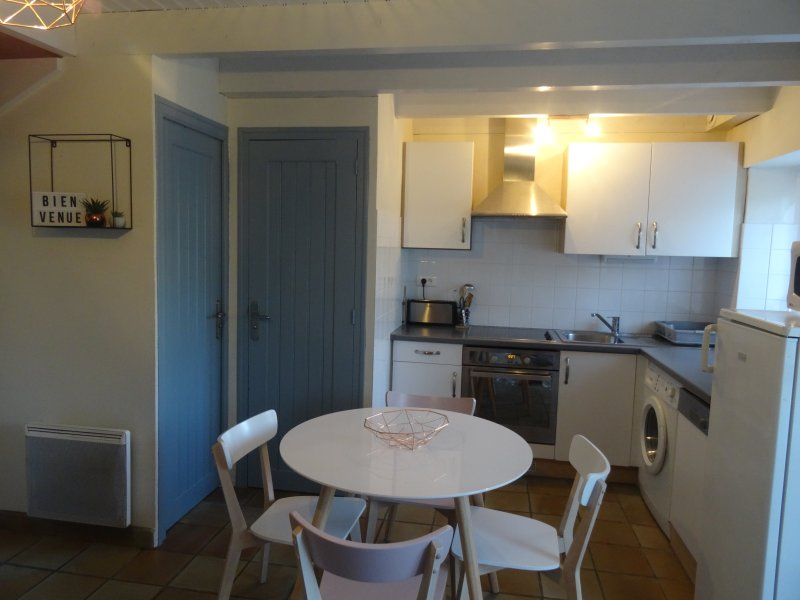 Kitchen and dining area for 4