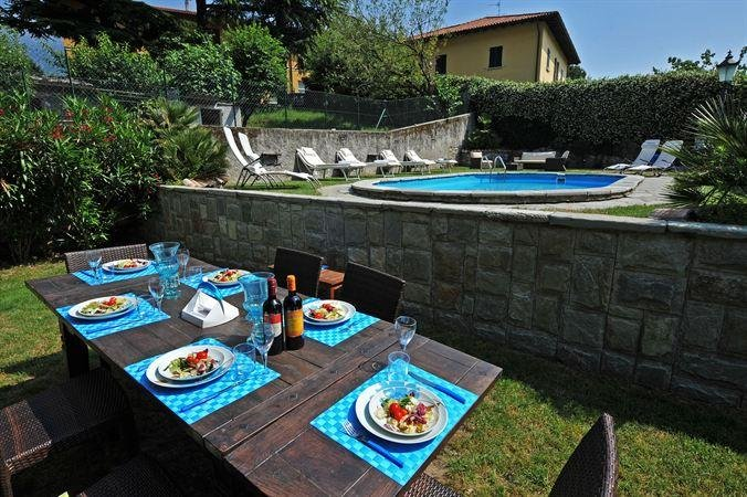 Al Fresco Dining by the Pool