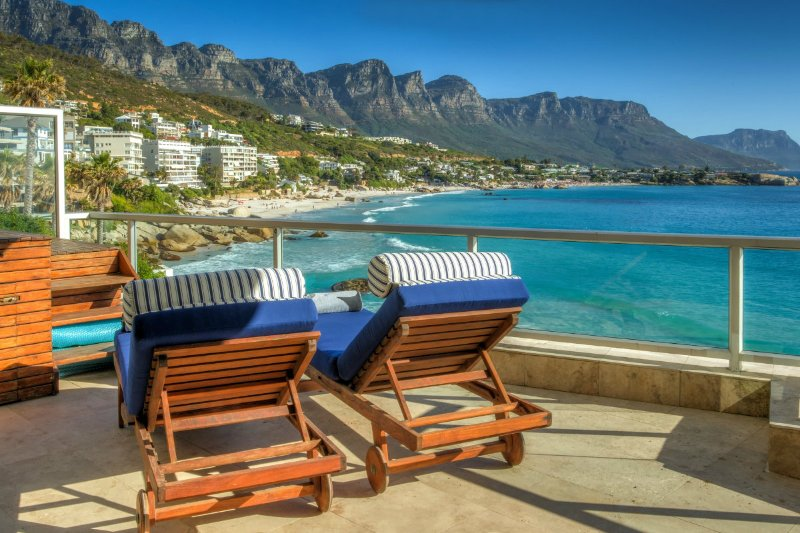 Clifton Apartment Sleeps 6 with Air Con - 5400310, location de vacances à Bantry Bay