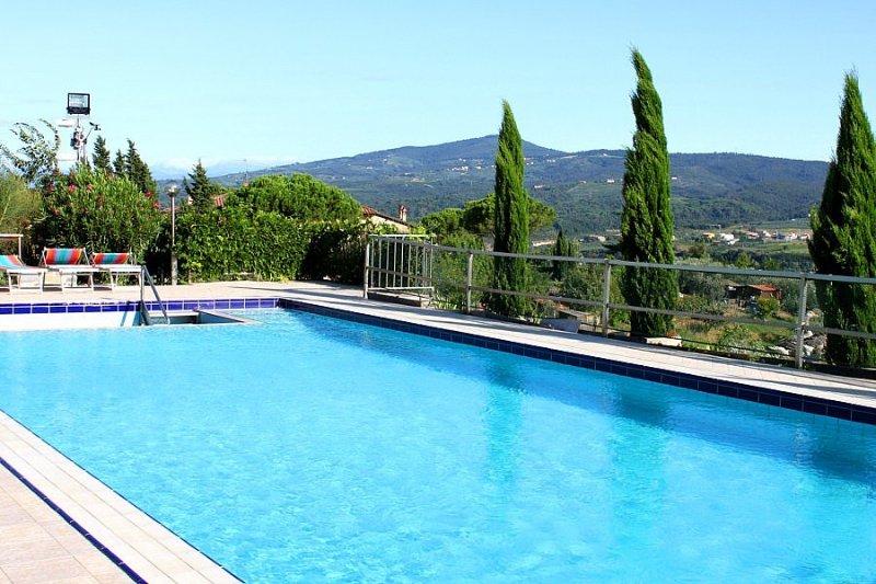 Bobolino Villa Sleeps 17 with Pool Air Con and WiFi - 5395025, holiday rental in Sammontana