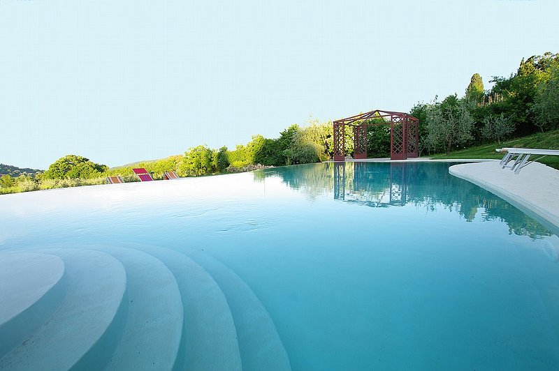 Castelluccio Villa Sleeps 12 with Pool Air Con and WiFi - 5395009, holiday rental in Sant'Albino