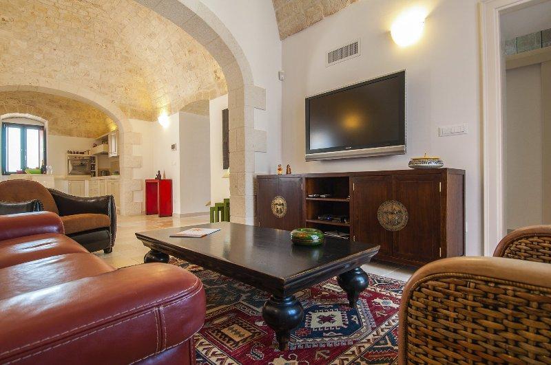 Sicarico Villa Sleeps 8 with Pool and Air Con - 5364833, vacation rental in Antonelli