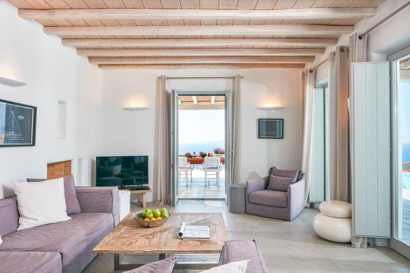 Chora Villa Sleeps 10 - 5364732, location de vacances à Tourlos