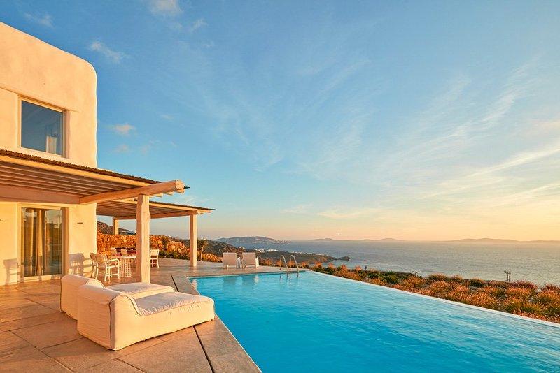 4 bedroom Villa with Pool and WiFi - 5364732, casa vacanza a Tourlos