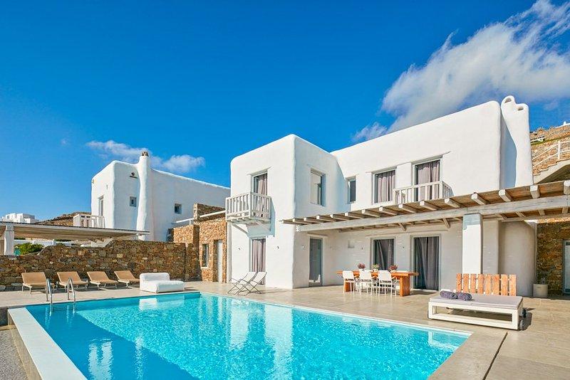 Chora Villa Sleeps 6 with Pool and Air Con - 5364733, casa vacanza a Tourlos