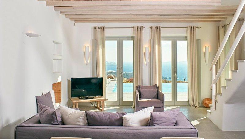 Chora Villa Sleeps 8 with Pool and Air Con - 5364735, casa vacanza a Tourlos
