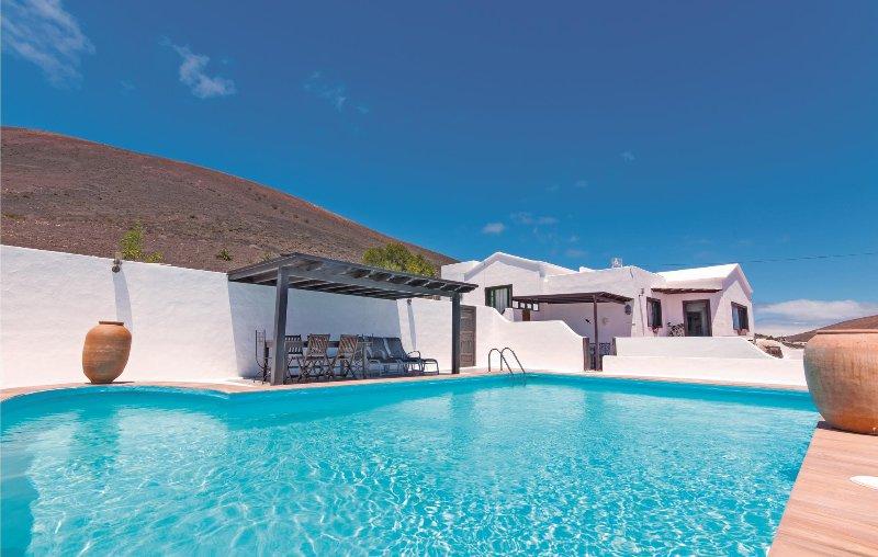 Luxe villa met vele extra´s (ELA322), holiday rental in La Geria