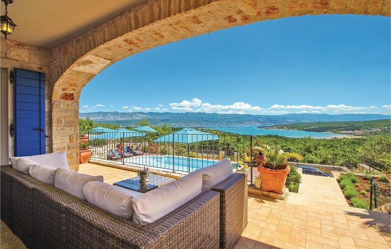 Charmant vakantiehuis uit twee eenheden (CKK500), casa vacanza a Cizici