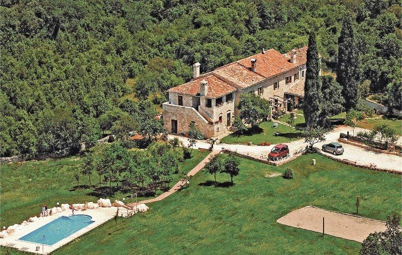 Prachtig vakantiehuis met talrijke recreatieve mogelijkheden (CIL600), holiday rental in Divsici