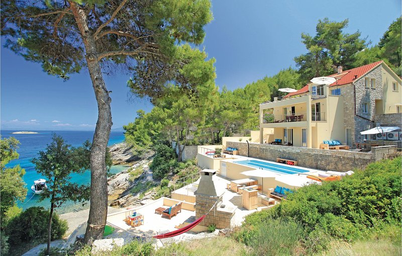 Komfort i luksus bezpośrednio nad morzem (CDS630), holiday rental in Prigradica