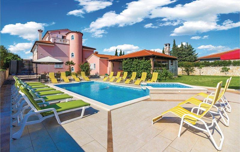 Nice home in Pula with Sauna, WiFi and 8 Bedrooms (CIZ280), alquiler de vacaciones en Sisan