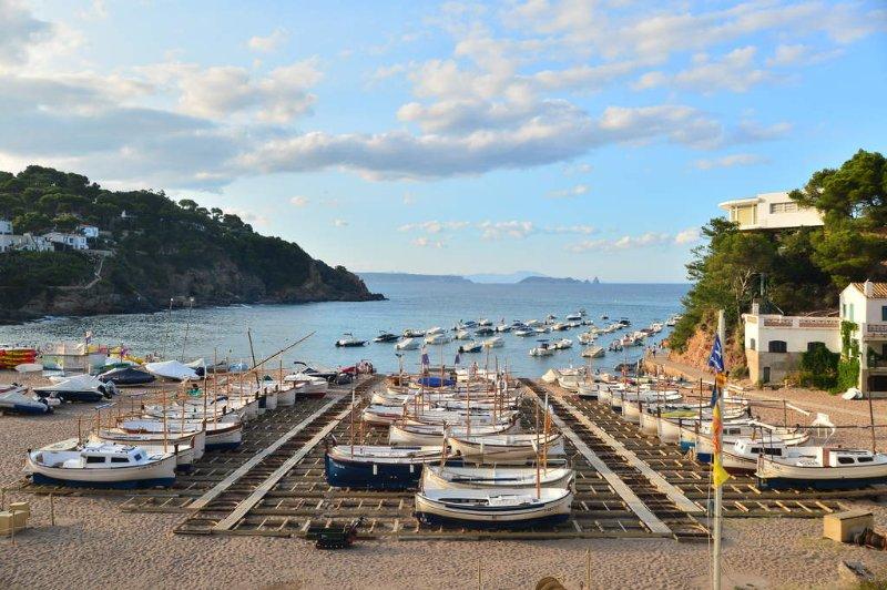 Begur Holiday Home Sleeps 9 - 5246946, vacation rental in Playa de Pals
