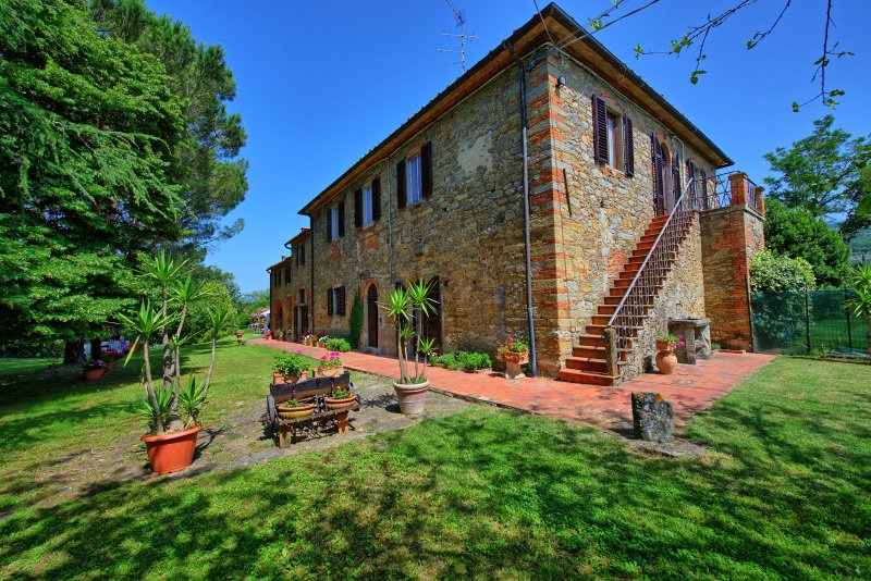Campogialli Villa Sleeps 12 with Pool and WiFi - 5241953, holiday rental in San Giustino Valdarno