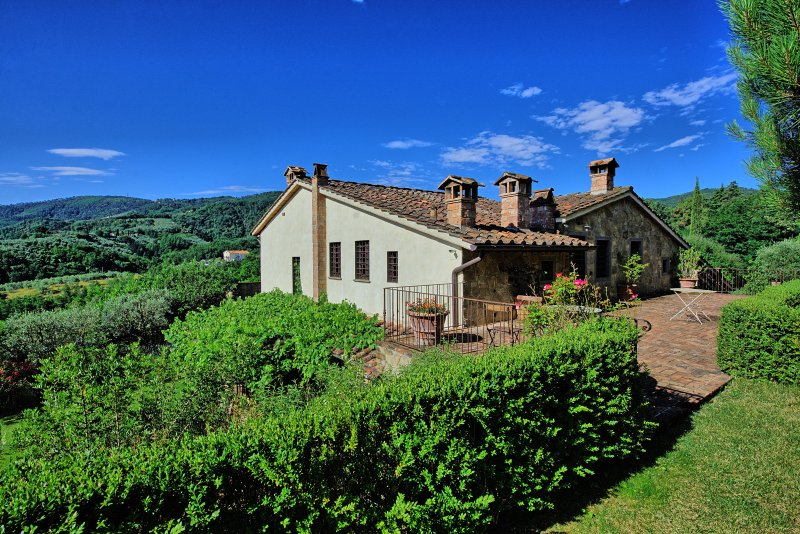 Cantagrillo-Casalguidi Villa Sleeps 16 with Pool Air Con and WiFi - 5241889, holiday rental in Serravalle Pistoiese