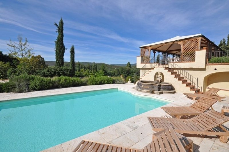 Castello di Montalto Villa Sleeps 14 with Pool and Air Con - 5241683, vacation rental in Montebenichi